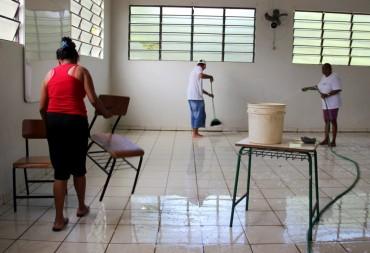 Escola São Sebastião I passa por limpeza para receber alunos