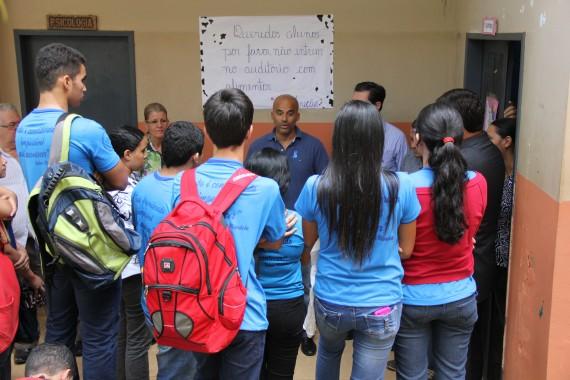 Secretário Emerson Castro conversa com alunos da João Bento da Costa