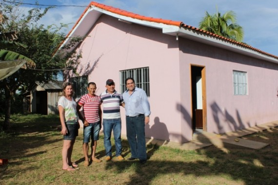 Produtores rurais comemoram a conquista da nova casa