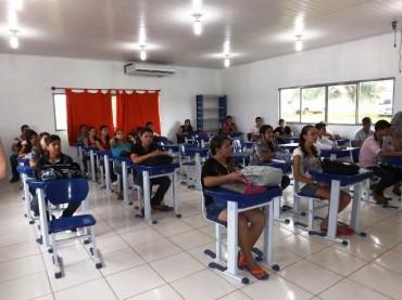 Escola Abaitará, em Pimenta Bueno, trabalha a agroecologia com seus alunos