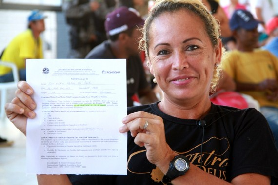 Ana Cátia comemora sorteio de casa