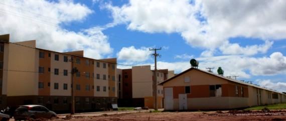 Residencial Orgulho do Madeira composto de casas e apartamentos