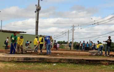 A construção da praça trará novo visual à Escola Manaus e uma opção de lazer aos moradores