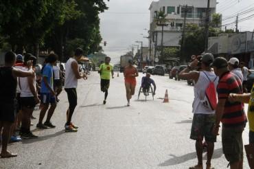 abertura esportiva Competição de atletismo na prova de revezamento 4x400