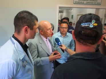 Confucio Moura com jornalistas
