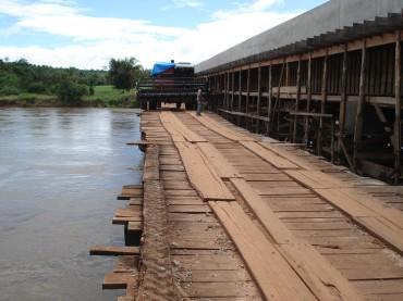 Ponte de 145 metros sobre o rio Pimenta