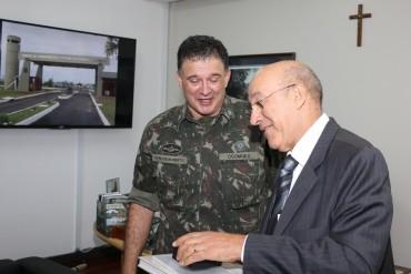 General Carlos Roberto de Souza e governador Confúcio Moura