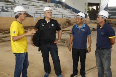 Da esquerda para a direita: Rodnei Paes, Renato D'Ávila, Rogério Barbosa e Lobão, vistoriam obras do ginásio Cláudio Coutinho