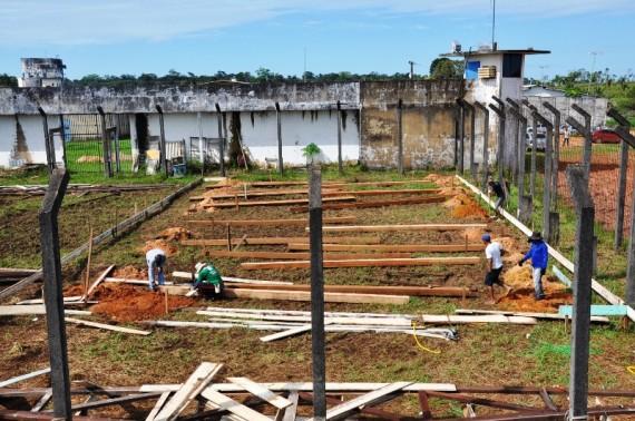 Área destinada para construção, atrás do complexo penitenciário.