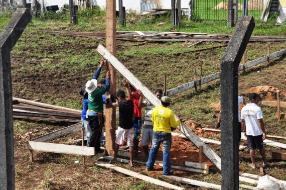 Galpão sendo construído, onde funcionará fabrica de manilhas