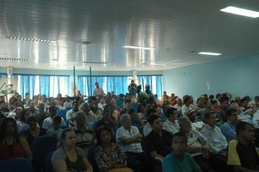 Populares lotaram a Câmara de Vereadores para acompanhar a Audiência Pública.