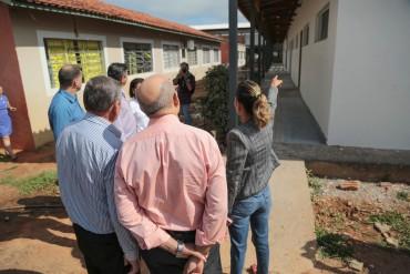 Vistoria as obras de reforma e ampliação da escola Fernanda de Souza Paula