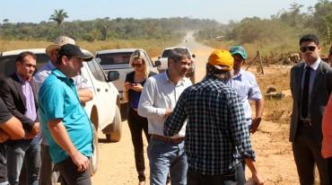 Diretor-geral do DER percorre trecho do Anel Viário acompanhado de engenheiros do órgão