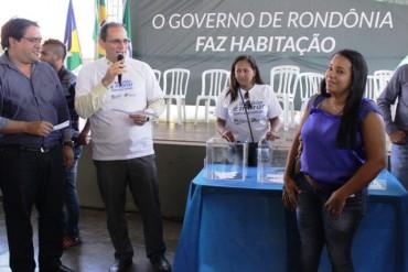 Vice governador de Rondônia, Daniel Pereira, abre o sorteio de endereços