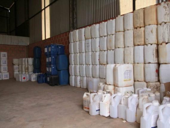 As embalagens vazias dos agrotóxicos devem ser devolvidas a um dos 13 postos de recolhimento da Idaron