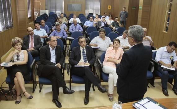 Participantes da reunião sobre a EFMM