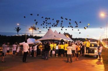 Balões pretos foram soltos simbolizando as vítimas de acidentes