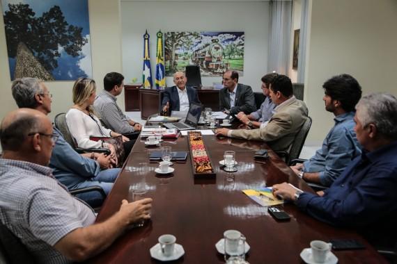 Reunião em que o projeto de instalação da Rondônia Alimentos  foi apresentado ao governador