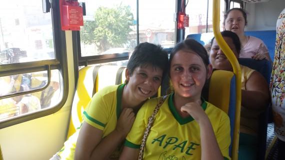 Entrega de ônibus para alunos com necessidades especiais de Alto Paraíso (33)