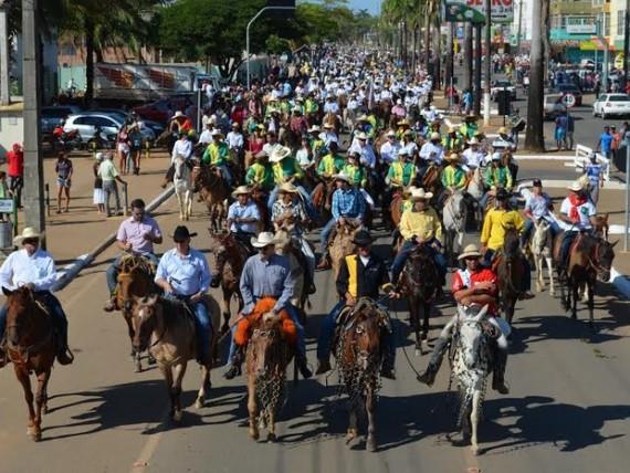 Tradicional cavalgada de abertura da Expoari