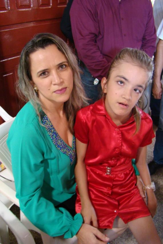 Rosimeire Leite Grazilio e a filha Anna Vitória, aluna do Cenape desde os três meses de idade