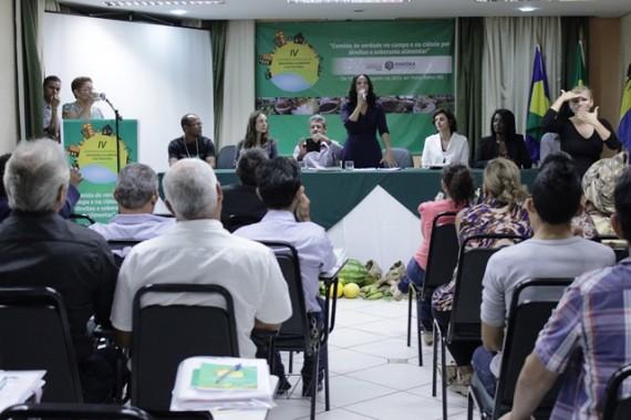 Secretária da Assistência e do Desenvolvimento Social, Valdenice Domingos, abriu o evento