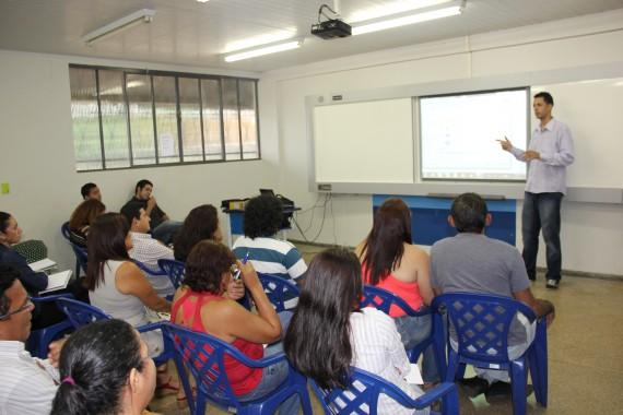 Treinamento Lousa digital  para  Professores da Escola Juscelino 019