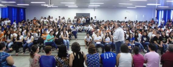 Homenagem foi entregue pelo coordenador regional de Educação, José Antônio