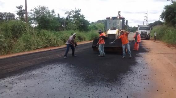 Serviços de tapa-buraco são intensificados nas rodovias do Vale do Jamari