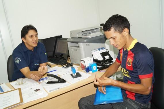 Diretor do Cero, Yargo Fernandes, orienta o paciente sobre o tratamento