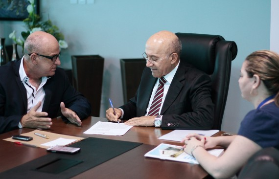 Governador Confúcio assinou nesta terça-feira documento confirmando a transferência da área ao Incra