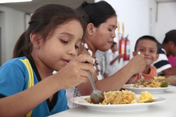 Restaurante Prato Cheio_Sueli Moura Mendonça e os 2 filhos_01.10.15_Foto_Daiane Mendonça (15)