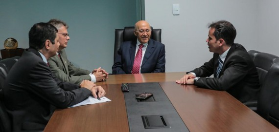 Andrey Cavalcanti e conselheiros da OAB manifestam apoio ao governador.