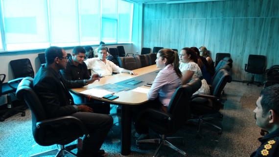 Secretário-adjunto da Segurança, Adilson Pinheiro, em reunião com moradores do Orgulho do Madeira