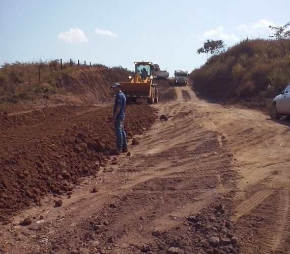 Encascalhamento já foi realizado em mais de 30 quilômetros da rodovia