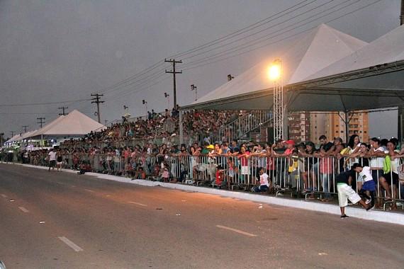 Tendas cobertas e arquibancadas foram ampliadas para comportar o público