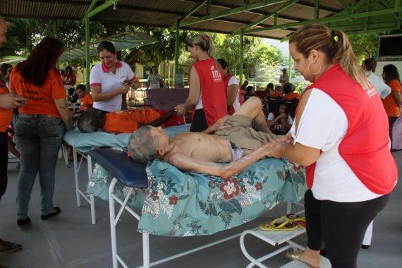 Idosos da Casa do Ancião tem dia de embelezamento e massagem corporal