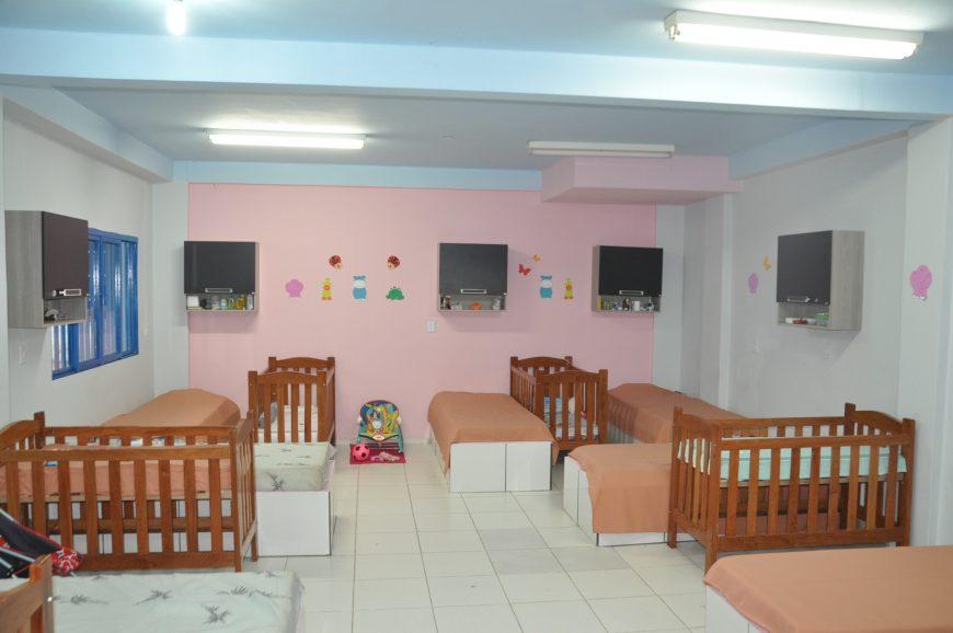 Após as novas adequações, o local conta com 11 vagas, espaço para as mães com os bebês, espaço para as gestantes, fraldário, vestuários e cozinha adaptada
