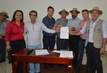 Assinatura de termos de cooperação