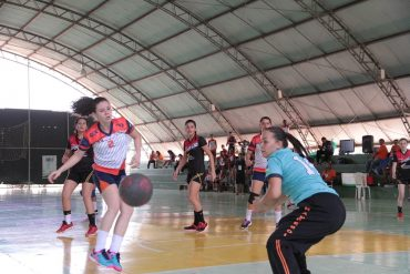 No handebol feminino, a equipe campeã foi de Rolim de Moura, da escola