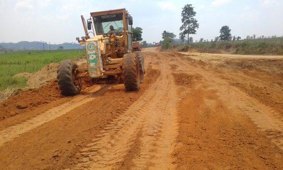 Foram realizados serviços de patrolamento e limpeza das laterais e desobstrução dos bueiros para saída de água pelas laterais  em 42 quilômetros da rodovia