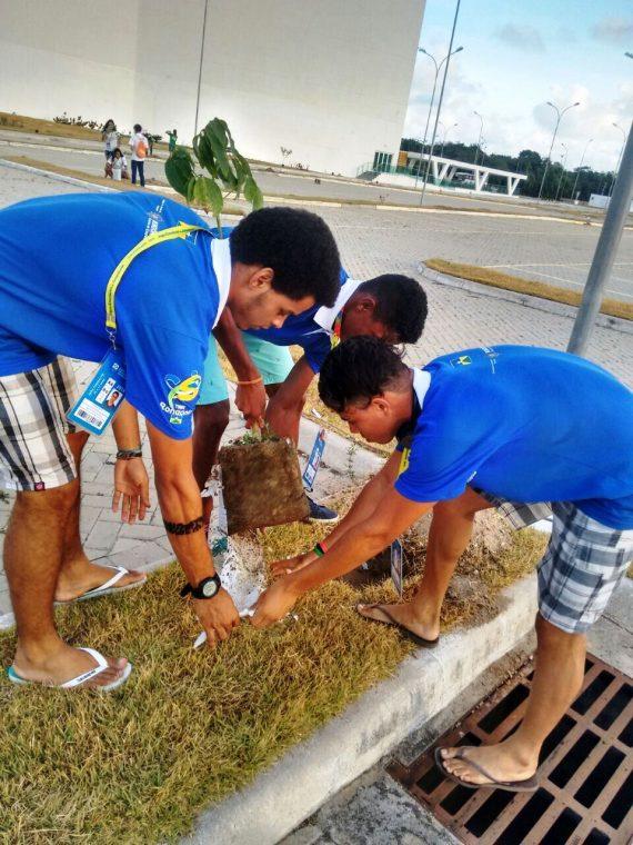 Alunos-atletas contribuem com o projeto de arborização do Centro Histórico da Paraíba