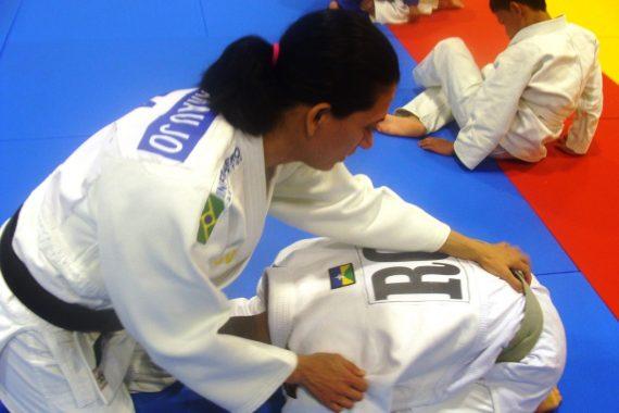A campeã brasileira, Lúcia Araújo com Luca Eduardo, aluno-atleta de Rondônia