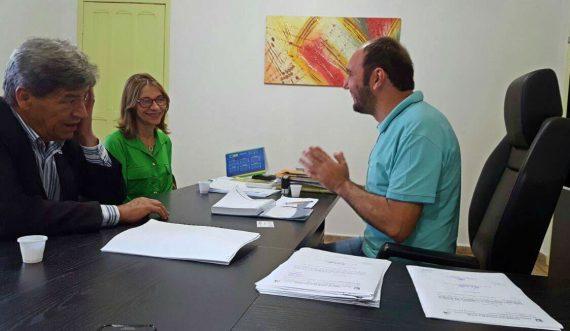 Pedro Teixeira e a bióloga Ilce com o prefeito de Nova Mamoré, Claudionor Leme da Rocha