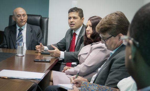 Em reunião técnica, governador Confúcio discute parcerias voluntárias