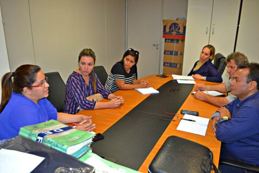 A prefeita Sheila Mosso, de Chupinguaia, em reunião na Suder com a diretora Iaf Azamor e assessores