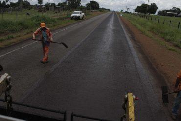 A previsão é restaurar 420 km de rodovias com o microrevestimento em 2017