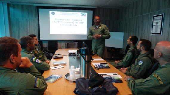 capacitação está sendo ministrada pelo major piloto, Paolo Quintino de Lima, da Polícia Militar do Espírito Santo (NOTAer)