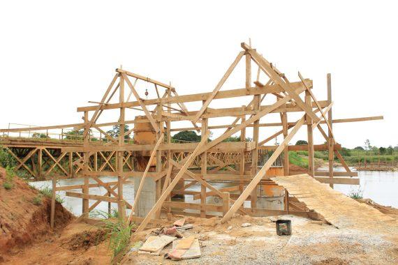 Nesta semana foi iniciada a concretagem da fundação nas duas margens do rio Jamari