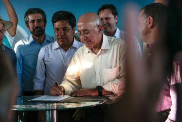 Ministro Mendonça Filho assina termo que destina recursos do MEC para melhorar estrutura do Ifro em Jaru